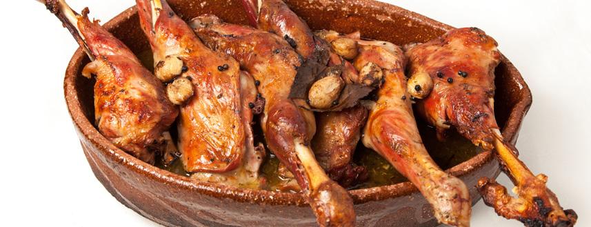 Patas y paletillas de cabrito lechal asadas